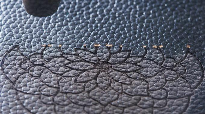 Gravographellas-Χάραξη-Κοπή σε Ύφασμα και Δέρμα
